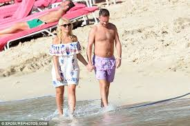 Husband Romance In Bedroom Holly Willoughby Lenjoys Romantic Beach Stroll With Shirtless