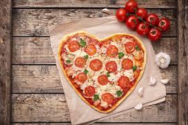 amour de cuisine pizza symbole en forme de coeur de nourriture d amour de margherita de