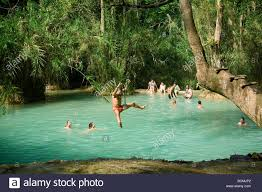 tat de si e os turistas e moradores locais nadar e relaxar na lagoa no tat kuang