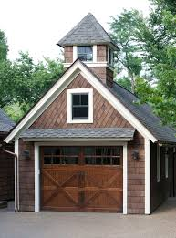 Cottage Style Garage Doors by Best 25 Carriage House Garage Doors Ideas On Pinterest Carriage