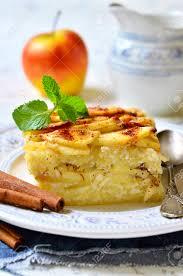 cuisine traditionnelle russe lapshevnik casserole avec des pâtes macaroni caillé et pomme