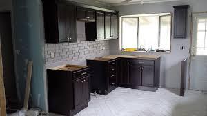 cuisine avec carrelage gris carrelage gris mur cuisine meilleur idées de conception de maison