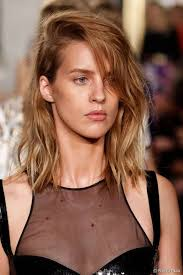 how to get beachy waves on shoulder lenght hair tousled side swept beach waves a must have look