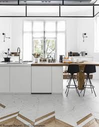 marbre pour cuisine les 25 meilleures idées de la catégorie sol en marbre herringbone