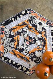 Fabric Halloween by 94 Best Holiday Quilt Patterns Images On Pinterest Quilting