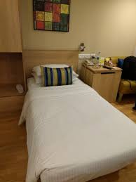 single room has a single bed not a queen or king size bed
