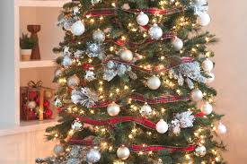Christmas Tree With Gold Decorations Tips And Tricks To Decorate Your Christmas Tree This Holiday Season