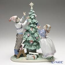 le noble lladro trimming the tree 5897