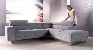 canapé d angle avec appui tête canapé d angle en tissu gris clair avec tétières et méridienne