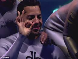 david blaine holds his breath for 17 minutes and 4 secs to smash