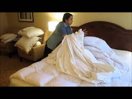 How To Make A Bed Like A Pro Vancouver Airport Marriott How To Make The Perfect Bed Youtube
