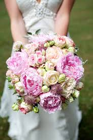 bridal bouquet cost cost of wedding bouquets wedding corners