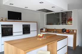 cuisine bois et blanc laqué cuisine blanc laque et bois maison design bahbe com