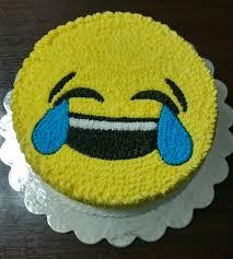 buttercream emoji cake bolos aniversario pinterest emoji