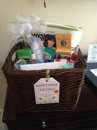 honey moon gifts best 25 honeymoon basket ideas on honeymoon gift