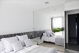 grand miroir chambre aménagement chambre utilisation optimale de l espace