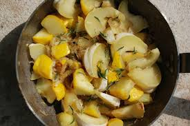 cuisiner le patisson blanc poêlée de pâtissons à la sarriette et à l ail les jardins de