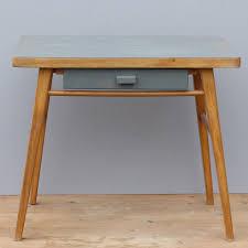petit bureau pour enfant petit bureau pour enfant avec plateau et tiroir gris