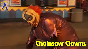 clowns at halloween horror nights chainsaw clowns roaming scares preview at halloween horror nights