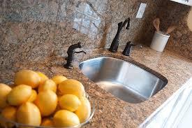 Cleaning Glass Shower Doors With Vinegar Best Way To Clean Glass Shower Doors How To Clean Shower Doors