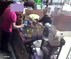 rapina in foto manfredonia violenta rapina in tabaccheria un arresto