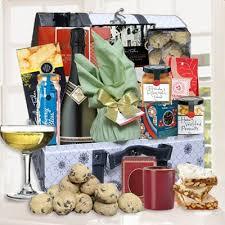 16 best christmas baskets images on pinterest gift hampers