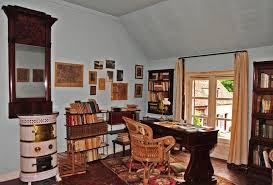 bureau d ecrivain maisons d écrivains la maison de louis aragon et elsa triolet