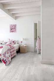 parquet blanc chambre parquet ces sols en bois ou imitation bois pour la chambre côté