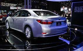 2013 lexus es300h youtube 2013 lexus es 350 and es 300h first look motor trend