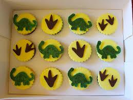 dinosaur cupcakes rawr a dinosaur birthday cake mi cake la
