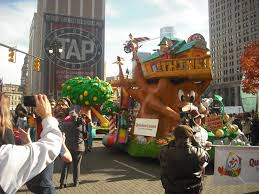 detroit thanksgiving day parade tickets quicken loans gives sneak peak at parade float u201cwhat if u201d cbs