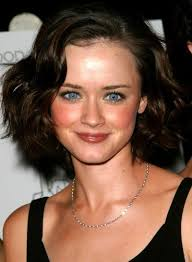 hairstyle square face wavy hair short hairstyles for thick hair and square faces beauty riot