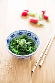 cuisiner les fanes de radis salade de fanes de radis à la sauce soja et huile de sésame