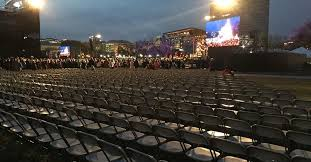 national tree lighting ceremony twitter revives the trump obama crowd size debate after tree