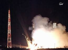 soyuz tma 21 roars into orbit with three bound for space station