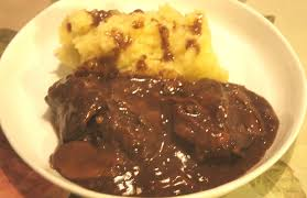 cuisiner une joue de boeuf joue de boeuf aux cepes ecrasee de pommes de terre et panais