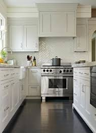 Grey Shaker Kitchen Cabinets by Gray Shaker Kitchen Cabinets With Dark Stained Wood Floors And