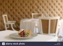 restaurant nouvelle cuisine nouvelle cuisine gourmet apple dessert in fancy restaurant