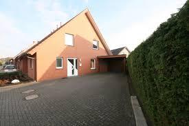 Suche Haus Oder Wohnung Zu Kaufen Warum Es Sich Lohnt Einen Immobilienmakler Mit Dem Verkauf Zu