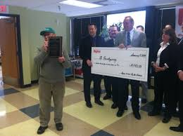 hy vee thanksgiving mr thanksgiving gets 14 000 from hy vee wqad