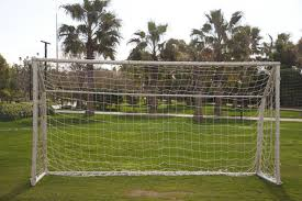 Comment Fabriquer Une Maison En Bois Une Cage De Football Dans Mon Jardin La Pause Jardin