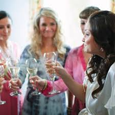 What Gift To Give At A Bridal Shower Should I Give My Friend A Gift If I U0027m Hosting Her Bridal Shower