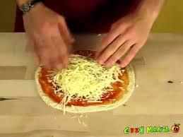 cuisiner une pizza pizza recettes de cuisine en vidéo