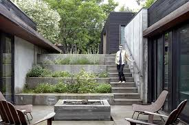 shelton house has a u shaped plan and a sunken entry courtyard