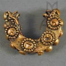 2500 yr royal gold earrings probably frm d shunga satavahana