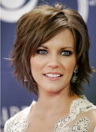 older woman with medim shag haircuts short layered hairstyles health and beauty pinterest short