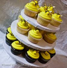 bumble bee cupcakes bumblebee cupcakes www sweeticingbakeshop flickr