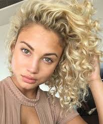 shaggy permed hair best 25 short permed hair ideas on pinterest short perm bob