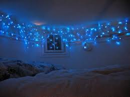 christmas lights in living room hang bedroom without nails