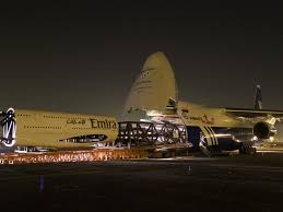 emirates airlines wikipedia file polet airlines an 124 swallowing emirates airbus a380 jpg